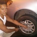 """Automóveis - Motorista cai em buracão frente Mineirão fica """"na mao"""""""