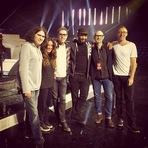 Alanis Morissette ensaia para o Juno Awards dessa noite