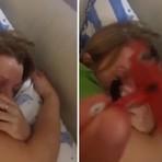Humor - Homem 'transforma' ronco da esposa em motor de avião e vídeo vira hit