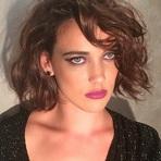Celebridades - Adriana Birolli Muda o Visual Após o Fim da Novela Império