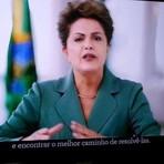 Protestos mostram que 'valeu a pena' lutar por democracia, afirma Dilma