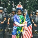 Blogosfera - VIOMUNDO > Fernando Augusto: A direita e o simbolismo dos selfies com a PM