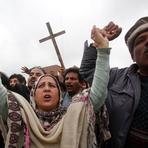 Internacional - Atentados Suicidas Em Igrejas Do Paquistão: Milhares De Cristãos Entraram Em Confronto Com A Polícia