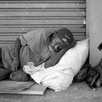 O que dói não é só a fome, nem a solidão, o que dói mesmo é o olhar das pessoas: Diz o teu irmão que mora na rua