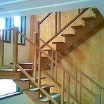 Escada de madeira para sobrado