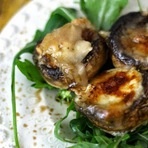 Culinária - Receita de cogumelos com queijo de cabra e rucula