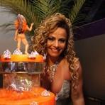 Viviane Araujo faz festa de aniversário e nem o próprio marido comparece