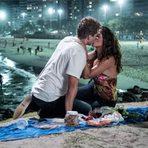 Celebridades - Logo mais em Babilônia: Vinícius e Regina se beijam