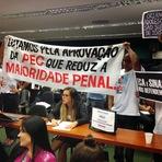 Utilidade Pública - Comissão adia para esta terça votação de PEC que reduz maioridade penal