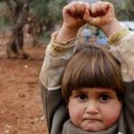 Diversos - Desvendado mistério de foto viral de criança síria que 'se rende'