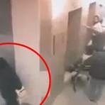 Mulher é flagrada defecando em corredor de hospital e vídeo se torna viral; assista!