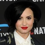 Celebridades - Demi Lovato Faz Nova Tatuagem para Cobrir Antiga