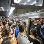 Mobilidade urbana » Atrasos sucessivos deixam ao menos um milhão sem metrô em São Paulo