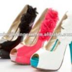 Sapatos coloridos de salto