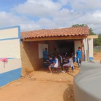 Prefeito de Ouricuri fecha grupos escolares e transforma casa de parente em escola.