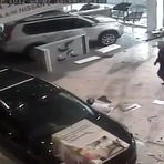 Médico russo destrói concessionária da Nissan em dia de fúria