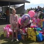 Menina de 10 Anos Comemora Aniversário com Internautas Após Ninguém Aparecer em sua Festa