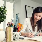Ilustradora faz sucesso com livro de colorir para adultos