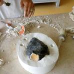 Design - Artista cria o frasco de perfume do neandertal moderno
