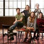 Younger é oficialmente renovada para uma segunda temporada!