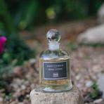 Alanis Morissette mostra o seus top 10 perfumes favoritos