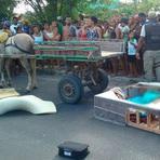 Mulher mata companheira, esconde corpo em cama box e tenta fugir em carroça