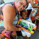 Grupo Girassol busca 'padrinhos' para crianças carentes do Dendê neste Natal
