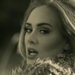 Hello: Nova música de Adele faz sucesso nas redes sociais