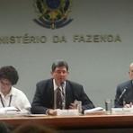 Brasil vive 'momento crítico' e economia deve encolher, diz OCDE