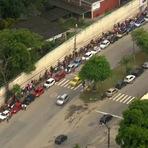 Empregos - Milhares de pessoas formam 'mega fila' para vagas de trabalho no Galeão
