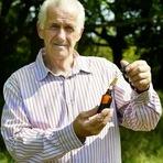 Este homem diz ter se curado do câncer usando óleo de maconha.