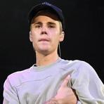 Justin Bieber se emociona durante show e faz oração pelas vítimas dos atentados em Paris
