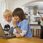 Crianças na internet: 6 maneiras de manter seus filhos seguros