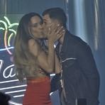 """Segunda em """"A Regra do Jogo"""": Funkeira assusta Merlô com beijão e anúncio bombástico de namoro"""