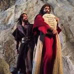 Moisés recebe os 'Dez Mandamentos' de Deus no final da novela