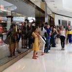 Dinheiro - Atraídos por anúncio de Black Friday fazem fila por bolsas de R$ 5 mil no DF