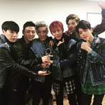"Entretenimento - B.A.P garante o primeiro prêmio para ""Young, Wild & Free"" no Music Bank"