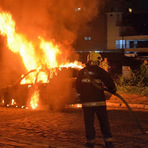 Homem incendeia seu unico carro velho achando que tinha ganhado na mega sena