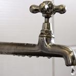 Quase 40% da água tratada é perdida antes de ser consumida