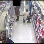 Homem é flagrado fotografando por baixo de saia em loja