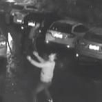 Homem tenta segurar mulher que se joga do 11º andar; assista!