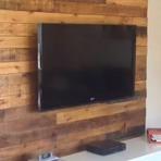 Sua sala com painel de tv de paletes uma decoração rustica e moderna