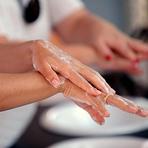 Uma em cada três pessoas não lava as mãos após ir ao banheiro