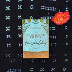 Alanis Morissette recomenda o livro The Spiritual Power of Empathy por Cyndi Dale
