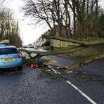 Reino Unido. Pessoas filmam acidente em vez de ajudarem passageiras