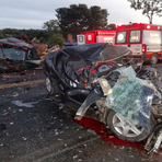 Batida entre carro e caminhonete mata 4 pessoas na BR-242, diz PRF (BA)