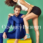 A top brasileira fez poses e mostrou todo o seu charme. Com roupas de cores marcantes, ela foi clicada ao lado do modelo