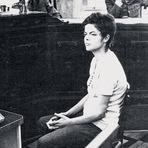 Diversos - Foto de Dilma Rousseff Sendo Interrogada Pelos Militares em 1970