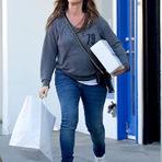 Fotos - Alanis Morissette é flagrada fazendo compras