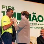 Educação - Dilma diz que royalties permitirão 'transformar professor em profissão de status no país'
